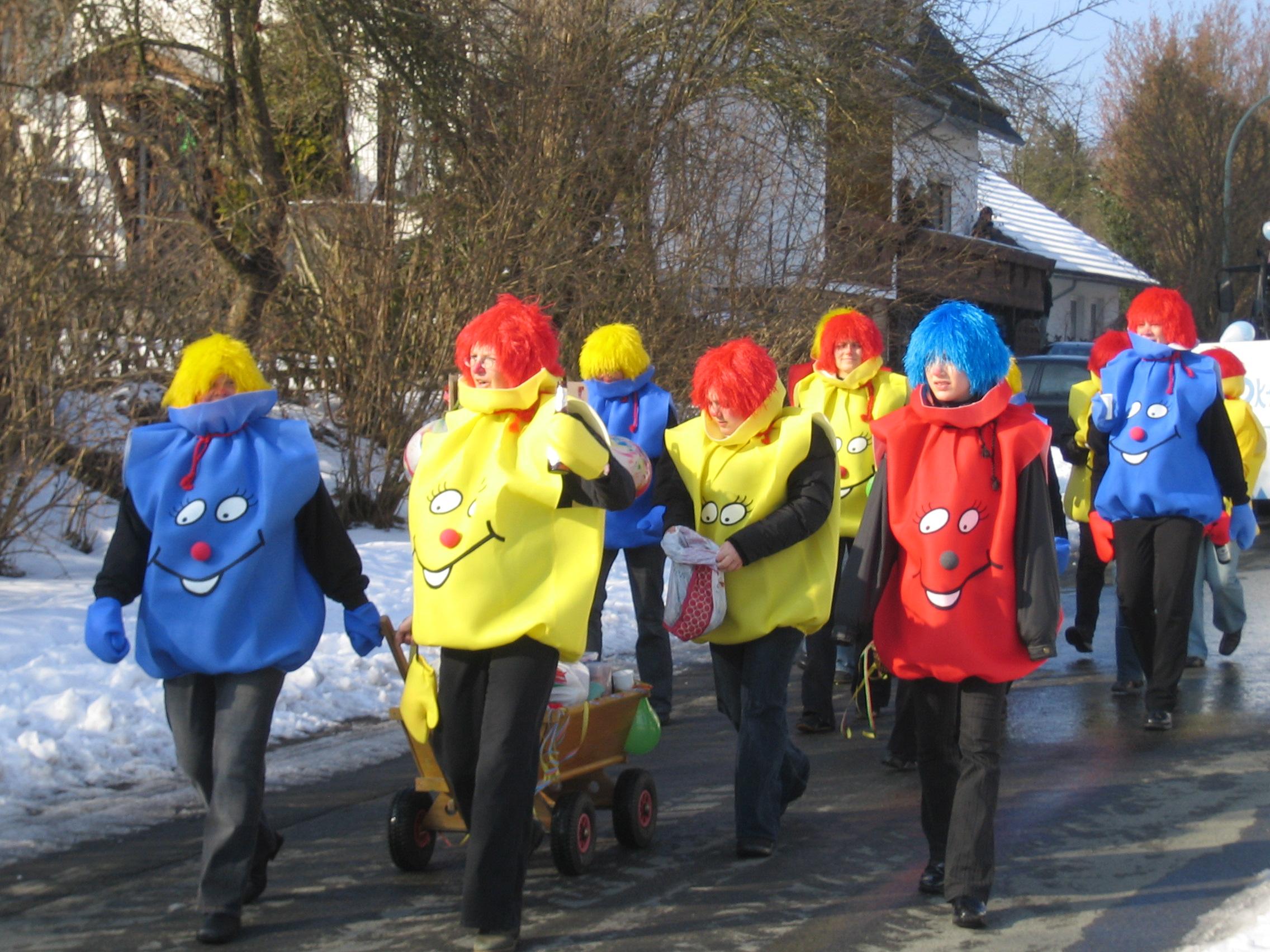 Die Karnevalstage in Liesen mit Kappensitzung und Strassenkarneval