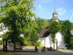 Dorfplatz Liesen mit alter Kirche